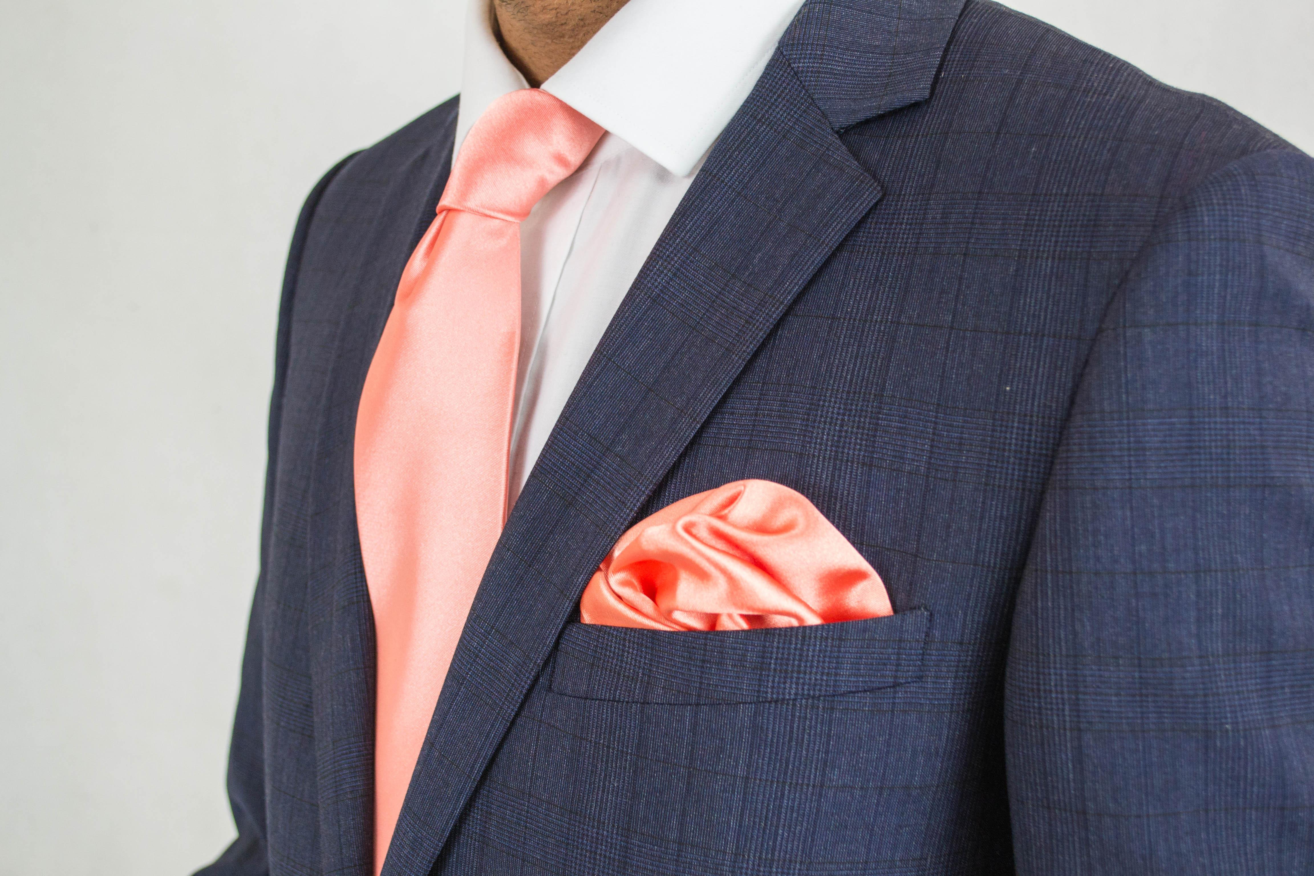 lenço e gravata a condizer
